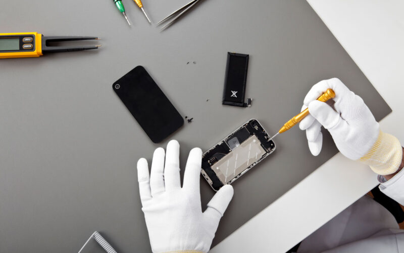 iSmash case study banner image of phone repair